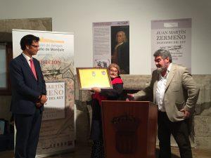 Carmen Fusté recibe el Certificado de Hijo Predilecto de D. Juan Martín Zermeño