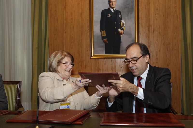 Firma del Convenio de Montjuic